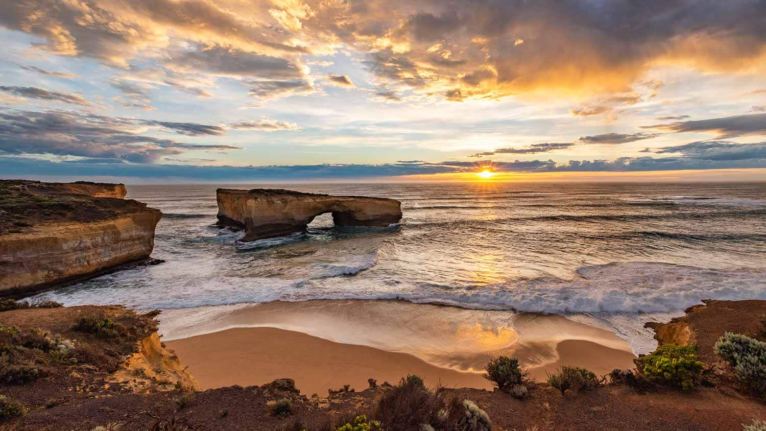 Welcome Image, telling the story of a tranquil sunset at the Great Ocean Road in Australia